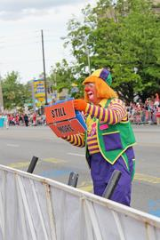 A clown encouraged applause from the crowd.