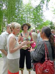Old Louisville friends gathered at the Warrens' garden party on Thursday.