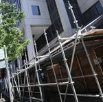Permanent scaffolding on BOE building concerns those who want to move