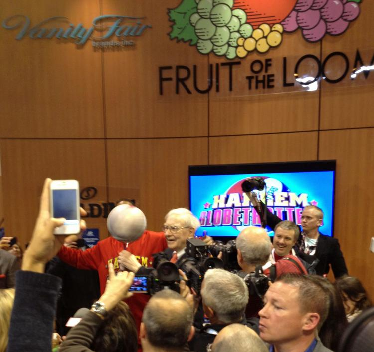 Warren Buffett spins a basketball, with a bit of assistance, at the Berkshire annual meeting in Omaha, Nebraska on May 4.