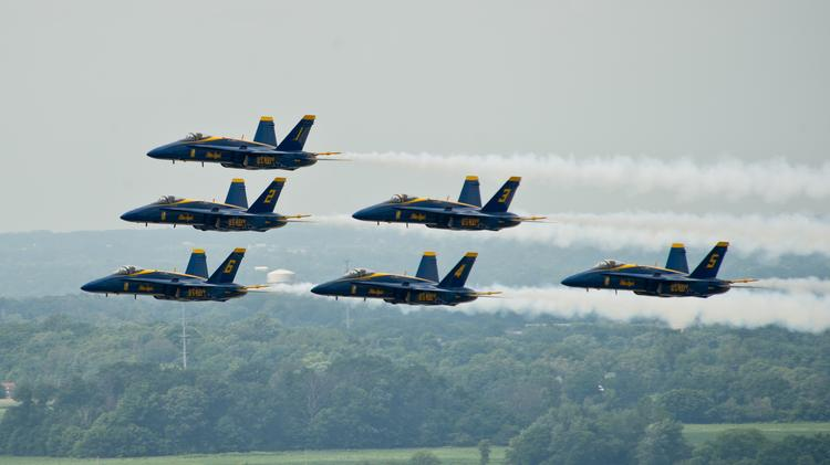 Dreamliner vs  Blue Angels: Compare quiet to really loud at
