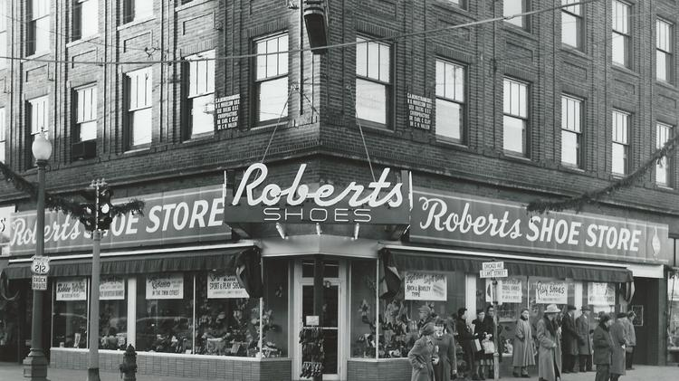 A photo from 1952 of the Roberts Shoe Store facade.