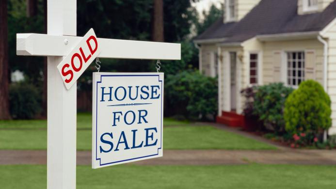Staging and improving curb appeal help homes sell, says Zillow.