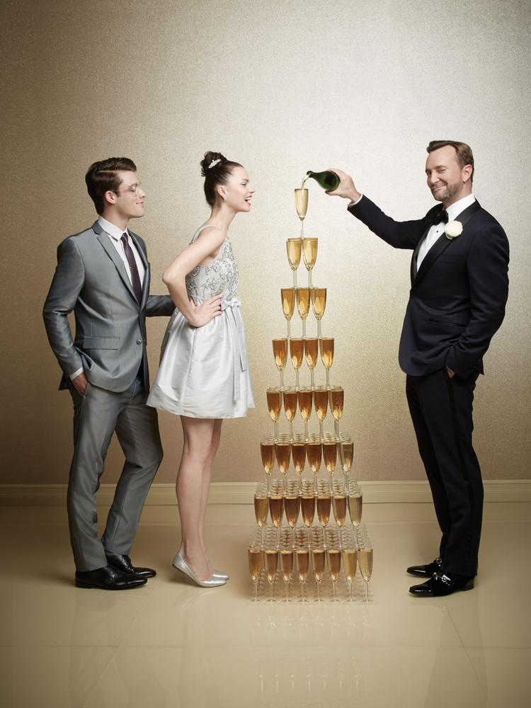 Macy's teams up with lifestyle expert Clinton Kelly to offer new resources for brides and grooms-to-be via macys.com/weddingswithclintonkelly.