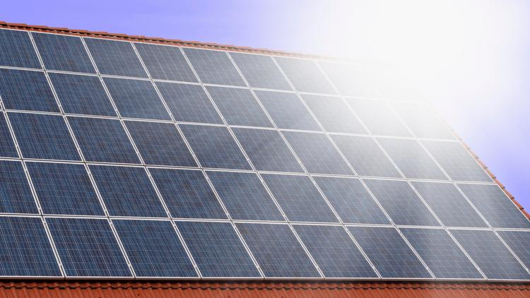 SPI Solar announced its China subsidiary will sell a large solar project it is now developing and has entered construction agreements to begin work on another solar farm.