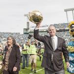 Former Jaguars owners makes big donation to fight disease