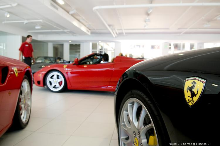 A new company in Sarasota rents luxury cars.