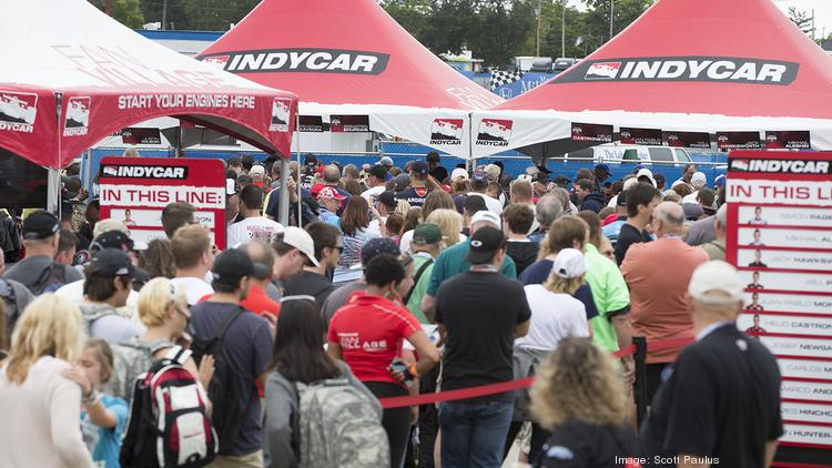 Fans line up to get autographs from the IndyCar drivers.