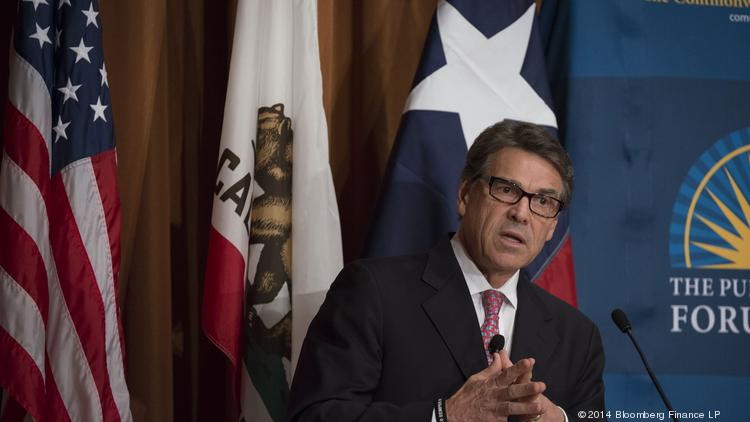Rick Perry, governor of Texas, speaks at the Commonwealth Club of California in San Francisco, California, U.S., on Wednesday, June 11, 2014. Perry's speech touched on several topics including economic issues saying that Californians should be deeply concerned about the deteriorating business climate in their state. Photographer: David Paul Morris/Bloomberg *** Local Caption *** Rick Perry