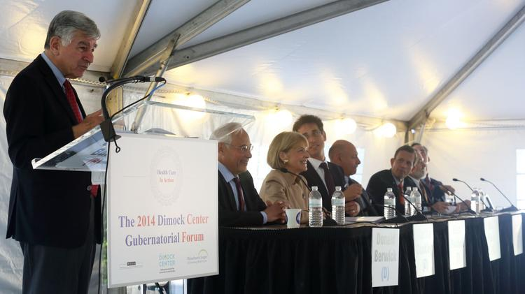 Former Gov. Michael S. Dukakis moderating a panel of gubernatorial candidates in August 2014.