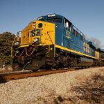 CSX domestic coal shipments down; oil spill could hurt earnings