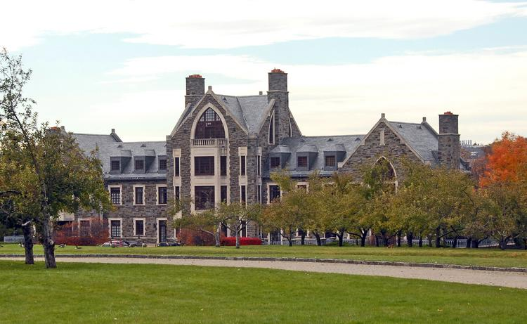 A judge has ruled that the federal government can seize Llenroc mansion in Rexford, NY after one of the owners was found guilty of harboring an illegal alien.