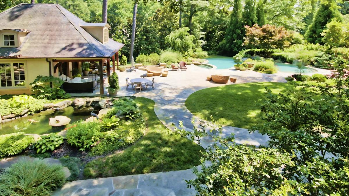 which atlanta suburb has the largest backyards in america