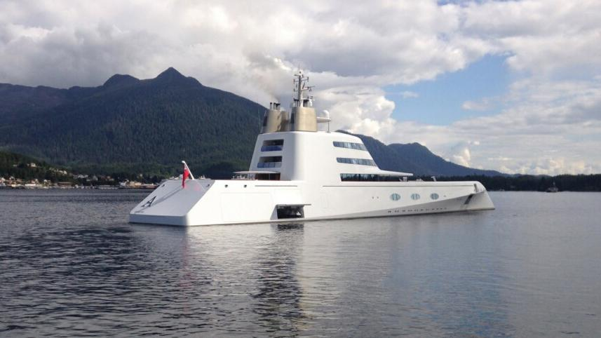 One of the world 39 s largest private yachts the super yacht for Largest private boat