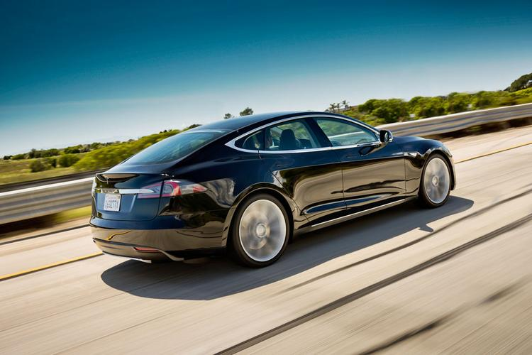 A Tesla Model S is shown in this undated handout photo released to the media on Oct. 31, 2012. The all-electric car comes with an 85-kilowatt-per-hour lithium-ion battery pack. Source: Tesla via Bloomberg EDITOR'S NOTE: EDITORIAL USE ONLY. NO SALES.