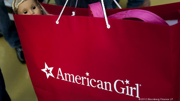 A shopper carries an American Girl bag at the Mall of America in Bloomington, Minnesota, in this Bloomberg file photo. American Girl is planning to open its first Hawaii store next month, a temporary boutique at Ala Moana Center.