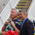 Ryanair CEO gets goofy at Boeing celebration, jokes he overpaid for recent 200-plane order
