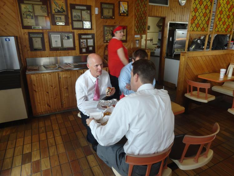 Gov. Rick Scott talks with Sen. Andy Gardiner, R-Orlando, over lunch at Beefy King in Orlando.