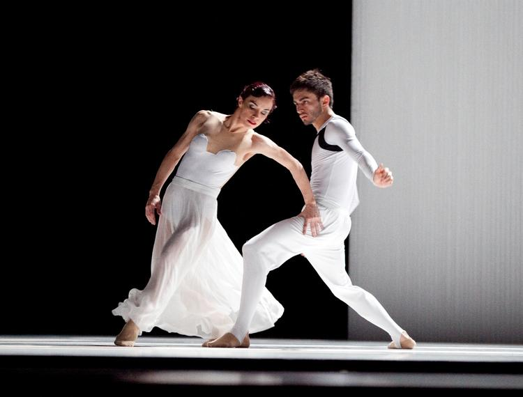 """After 14 years, the Luna Negra Dance Theater is shutting down operations.  Monica Cervantes (left) and Eduardo Zuniga performed in the dance company's production of """"Carmen Maquia."""""""