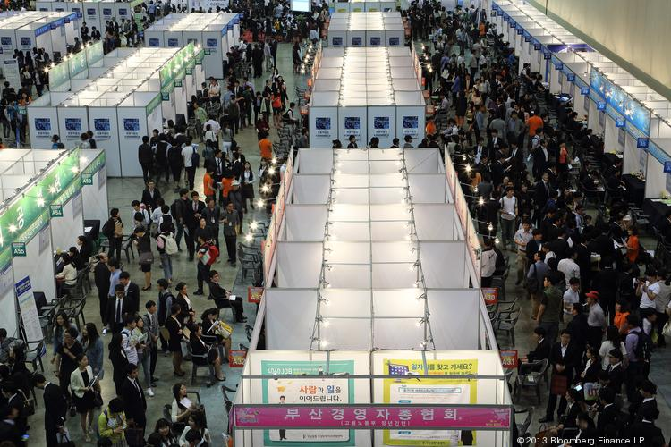 Job seekers attend a job fair at the Busan Exhibition and Convention Center (Bexco) in Busan, South Korea, on Tuesday. South Korea's unemployment rate fell to 3.1 percent in April, the lowest level in four months.