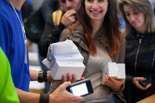 Apple shoppers hopped on planes for iPhone 6