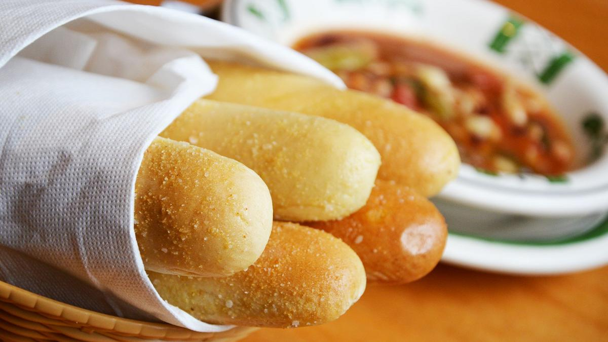What really matters about the first olive garden ever in the city of chicago chicago business for Olive garden unlimited breadsticks