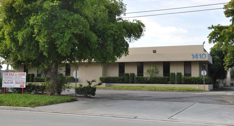 This vacant office building in Pompano Beach is facing a foreclosure lawsuit after Wells Fargo Bank left.
