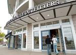 American Eagle Outfitters an early holiday-shopping winner: Analyst (Video)