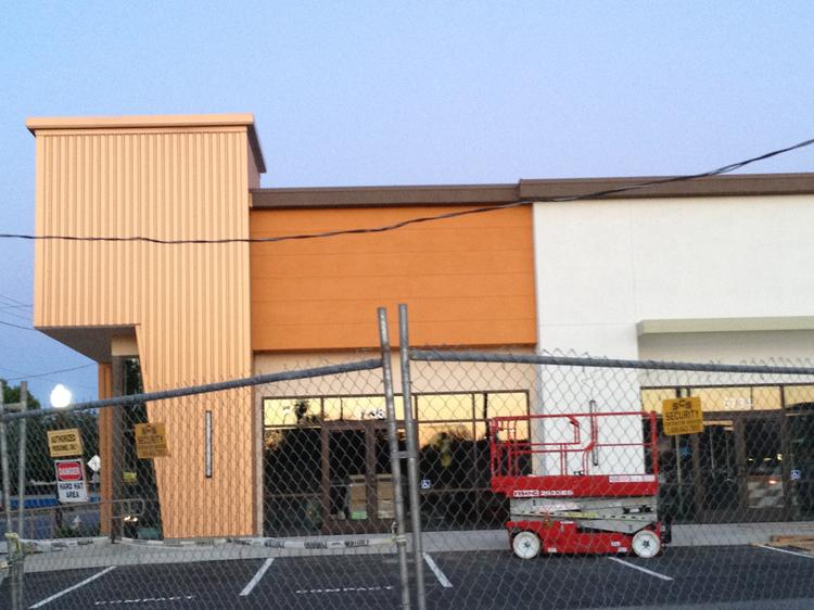 Chipotle Mexican Grill is coming to a new 5,926-square-foot building being built in front of the Save Mart-anchored shopping center on Folsom Boulevard near 59th Street in East Sacramento.