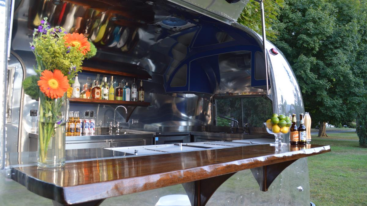 San francisco 39 s 39 bar car 39 serves booze food truck style for Food truck bar