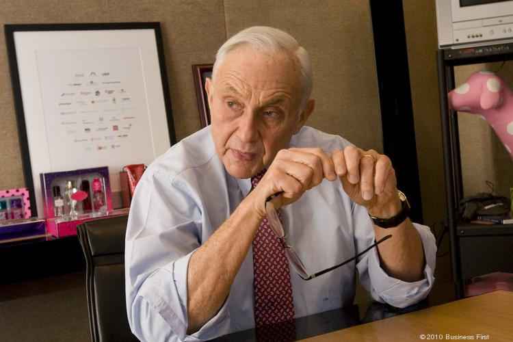 Les Wexner will lead the Ohio State University Wexner Medical Center board.