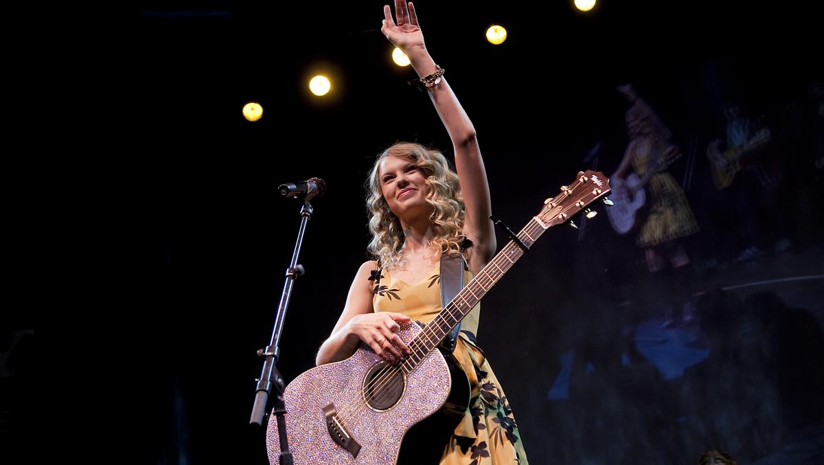 Taylor Swift To Play Greensboro On 1989 World Tour Triad Business Journal