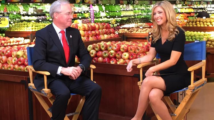 CNBC anchor comes back to Cincinnati roots for Kroger report