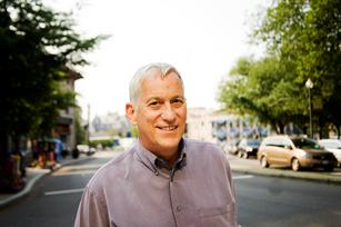 What is it about Elon Musk and Steve Case that intrigues Walter Isaacson?