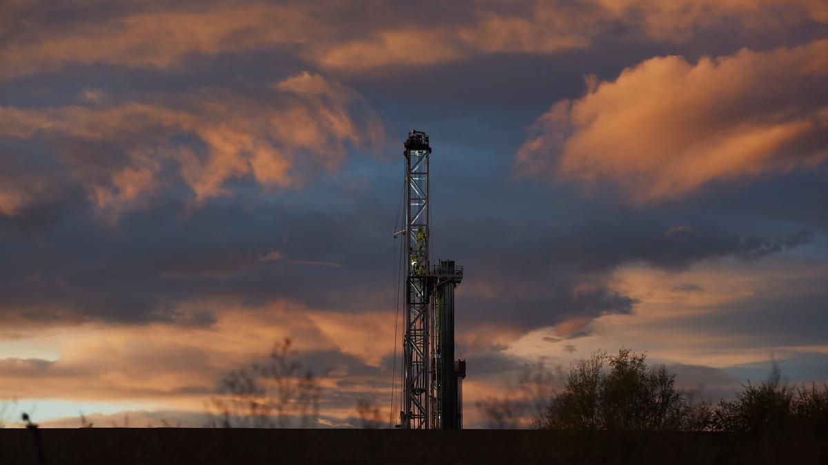 Colorado could lose 1,000s of jobs, billions of dollars with 2,000-foot oil & gas setback, CU-Leeds study warns - Denver Business Journal
