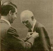 In this Tekweek photo, Tektronix President Earl Wantland presents Vollum with a 35-year service pin in 1981.