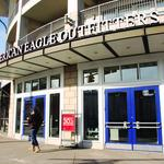 High-flying American Eagle 'well poised to capitalize' on competitors' troubles