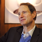 Wyden seeks reforms to financial aid application norms