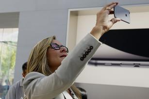 Angela Ahrendts reportedly doesn't want lines or long faces at Apple stores