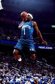 Baron Davis represented the Charlotte Hornets in teh 2001 NBA All-Star Weekend Slam Dunk Contest at the MCI Center in Washington, D.C.