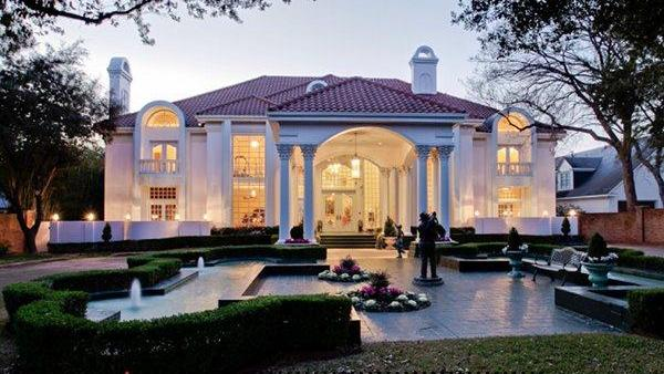 The Evening Light Highlights Pink Hue Of Former Mary Kay Ash Mansion In Dallas