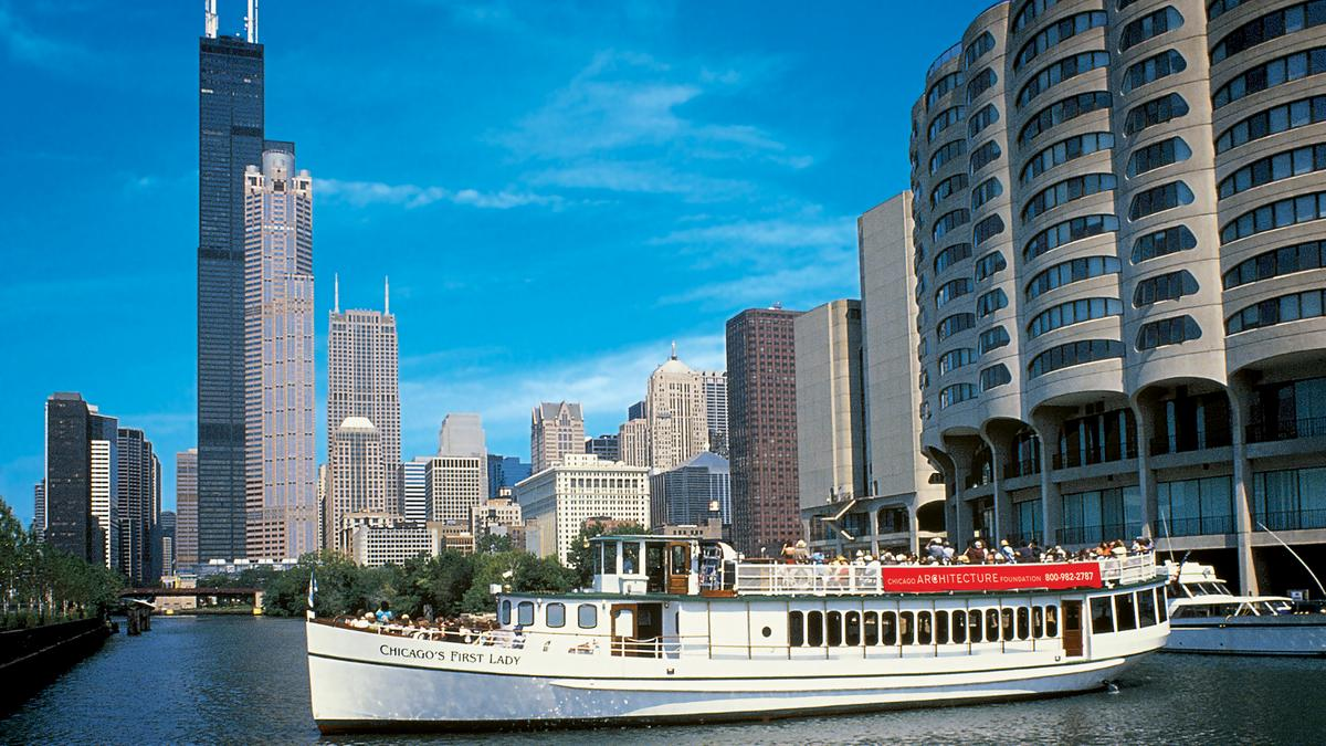 Chicago's architecture is known worldwide – and there's nothing like seeing it from all three branches of the Chicago River. Over 40 Chicago landmarks await you on our minute Architecture Tour, from hidden architectural treasures to the city's most famous landmarks.