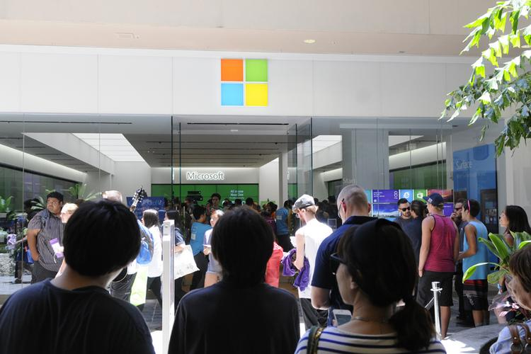 Shoppers get a first look at the new Microsoft Store at Ala Moana Center.