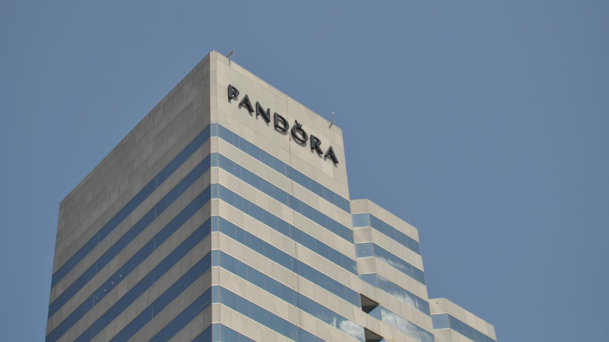 250 W Pratt St Is Now The Pandora Tower Baltimore