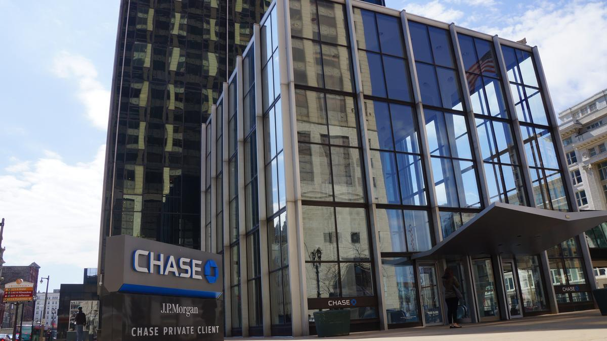 Chase Tower sold to Michigan real estate company that is new to ...