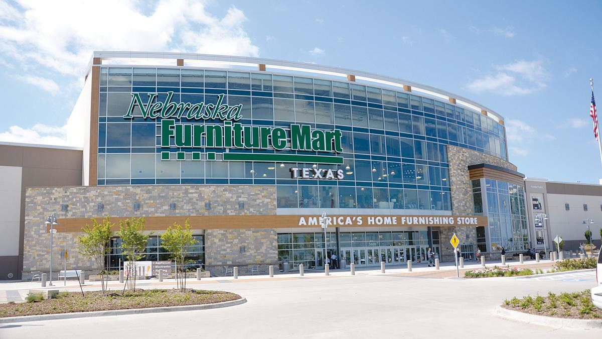 Nebraska Furniture Mart Poised For Profit As Warren Buffet 39 S Berkshire Hathaway Expands