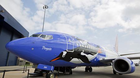 One of the Southwest Airlines aircraft promoting SeaWorld featured a penguin design.