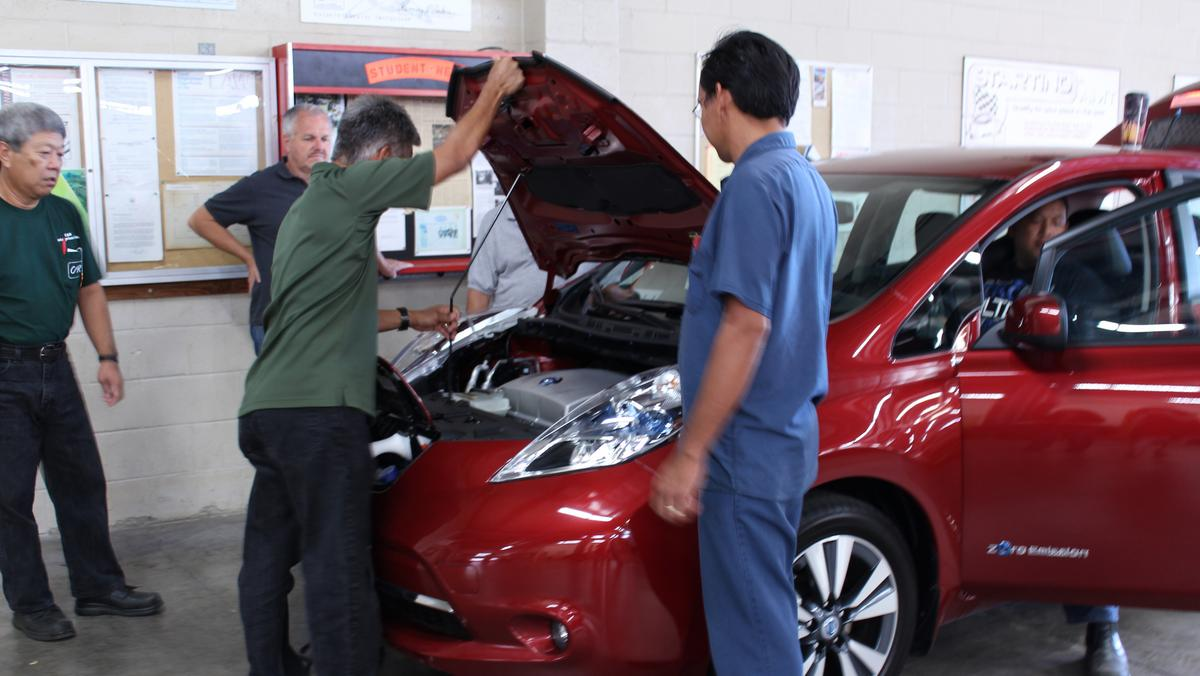 New hybrid and electric vehicle automotive program to be for Department of motor vehicles kauai