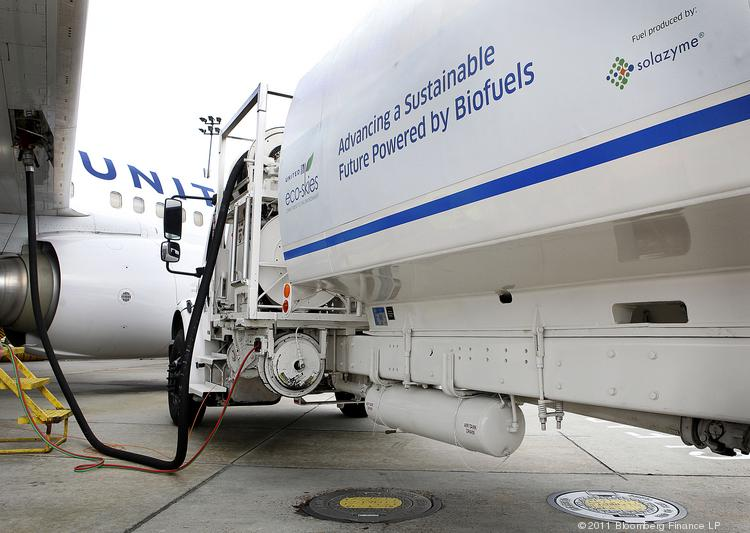 A Boeing 737-800 being filled with fuel derived partly from algae.