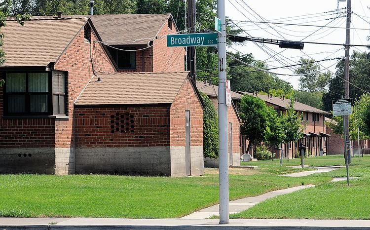 The city seeks a federal grant to help redevelop Alder Grove and another housing complex.